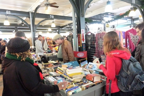 古本なんかも売ってたり。。#farmersmarket#french#quarter#books