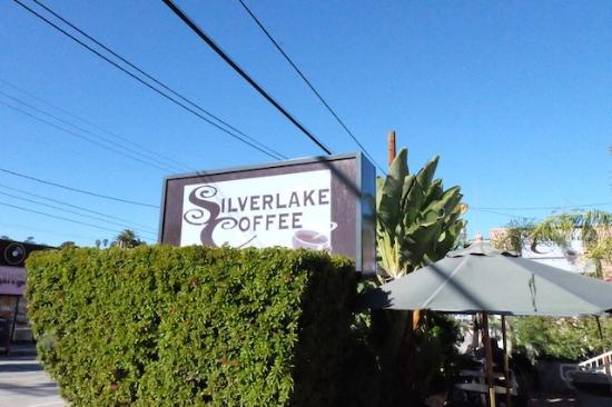 テラスでゆっくりおしゃべり。ロコの人たちばかりで温かい雰囲気のカフェ。#silverlakecoffee#michelle#powell#professional#organizer#napo