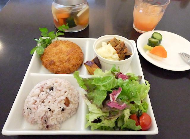 安心で素材の甘みが最高!の野菜が、いろいろなお料理でサーブされるランチプレート。感動でした!