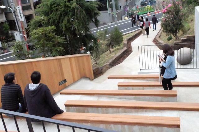 階段状のベンチシートもNYのHigh Lineと同じ。でも、なんだかこのスタイル気分いいの♡