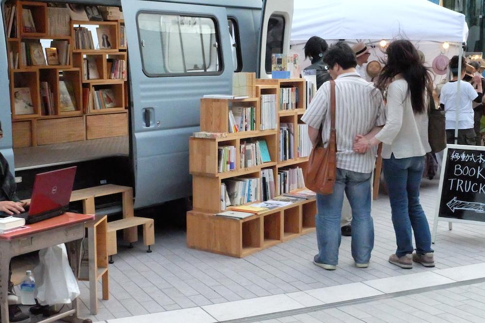 """移動式書店 """"BOOK TRUCK"""" だって。。"""