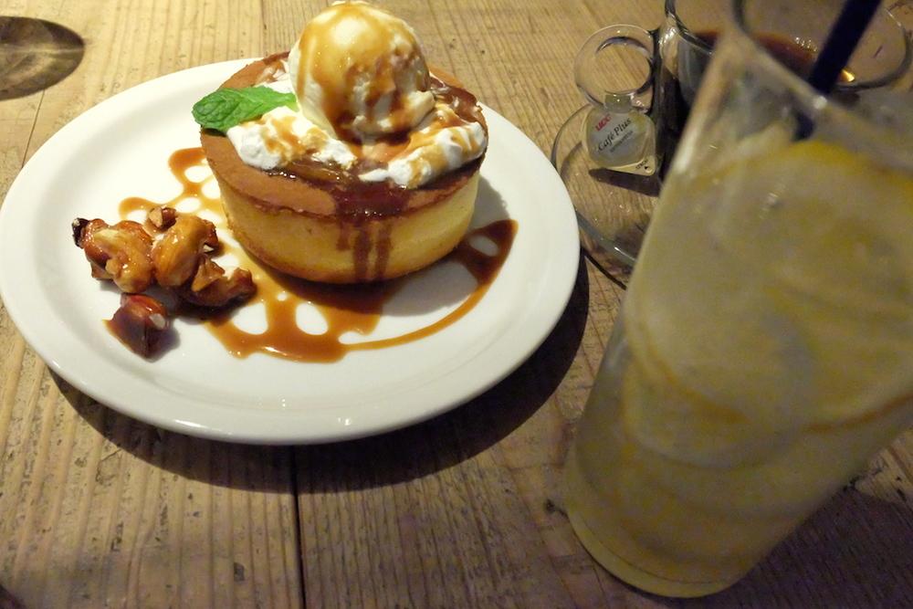 そして、歩き疲れた、という口実で、またこんなものを食べてしまう私。。