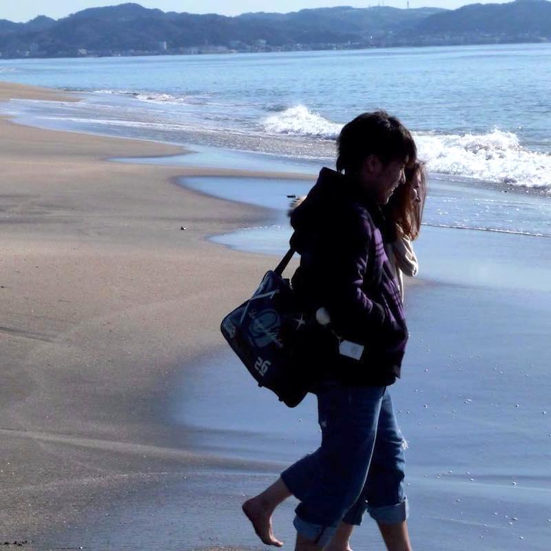 2015年版母の日用・彼のFacebookプロフィール画像。毎年年末年始恒例だった鎌倉の初日の出。七里ケ浜の砂浜にて。