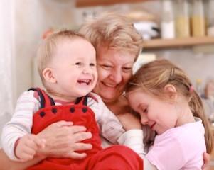 自分を育ててくれた親に我が子を託す。温かい時間が子供の心に大切なものを残してゆく。