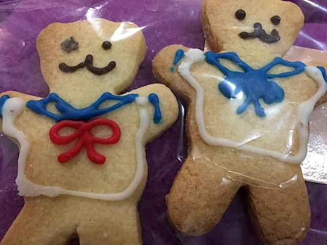 同窓会をいつもかっこ良く仕切っているトコちゃんは、お手伝いの私たち全員にこんなかわいいクッキーまで焼いてきてくれて、相変わらずの気遣いに大感激!!もったいなくて食べれない。。