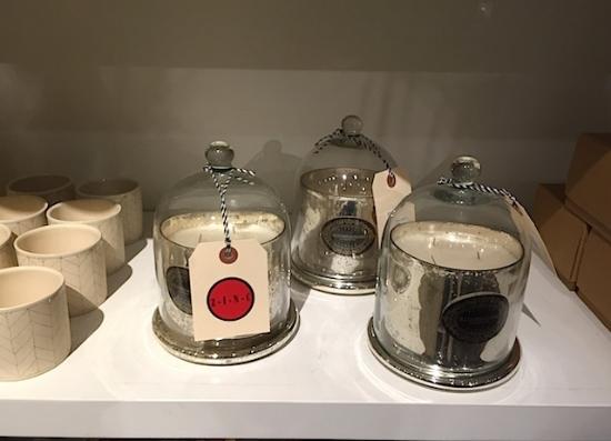 今年はドーム型のガラスをつかったディスプレイやキャンドル、オブジェがたくさん目に付く。