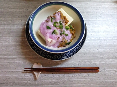無性に納豆が食べたくなり、こんな庶民的な一品もちょっとおめかし?きれいな春色🌸