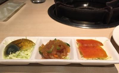 ピータン、からすみ、くらげの前菜も美味。