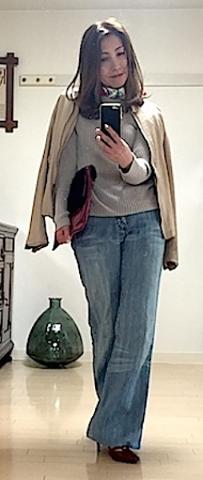 この日は、スカーフを首に巻いてレトロ感を。最近またこんな着こなしが気になる。レッドのパテントヒールとバッグをスカーフに入っている赤とリンクさせて♡