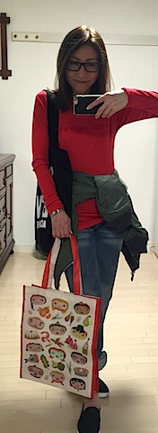 食料買出し、食のメンテも。スッピンの時はパキっとした色の服で。LAで息子が買ってくれた大好きなSprinkles のRed Velvet 赤Tシャツ♡