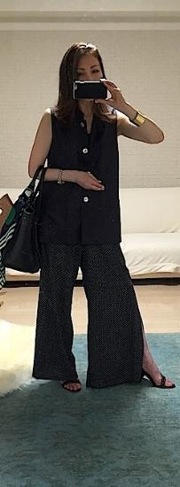 リネンのマオカラートップス。1枚で着てもベストみたいにも着られて毎年必ず着ているアイテム。実はこれ、20年位前にニューオリンズで買ったもの(wow!!)