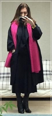 ブラックモヘアニット+ブラックマーメイドスカート+グレーコクーンコートそしてピンクショール💗