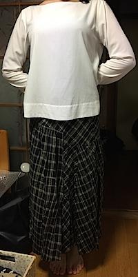 45rpmの昔のスカートは今季トレンドのチェック、アシメトリー。さらにおしゃれに仕上げるためにお買い物でトップスを見つける予定。