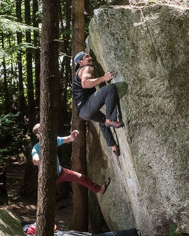 @whitneyburton graciously took over snapping pictures for me while we were up in Squamish about a month ago so that I could have a shot 😁. Hannibal Lecture V4 @truckbedboulderers @o2magazine