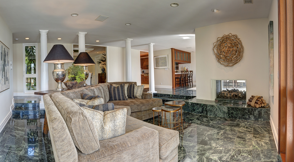 Family Room_Pano.jpg