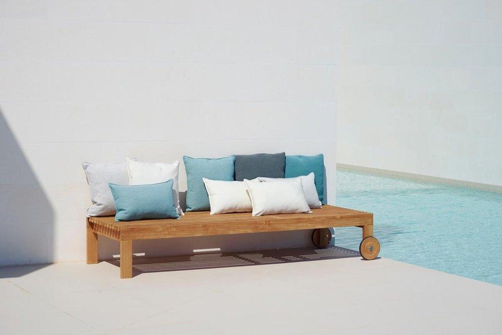 Amaze_sunbed w.cushions2-1200px.jpg