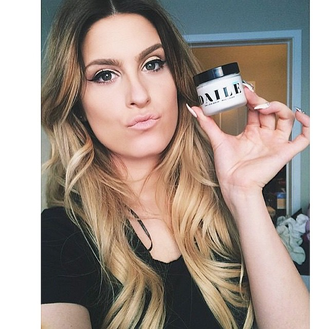 @r_goodie15 uses DAILĒ as her makeup primer and by the looks of that flawless face, we'd say it's working. 💕💙 get yours at usedaile.com