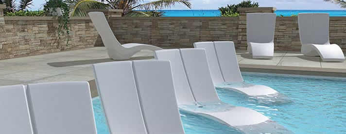 CURVE Poolside / In-Pool Chaise Lounge by Tropitone Outdoor Furniture  [Subject to availability. Pieces, frame finishes, and fabrics may vary from photo.]