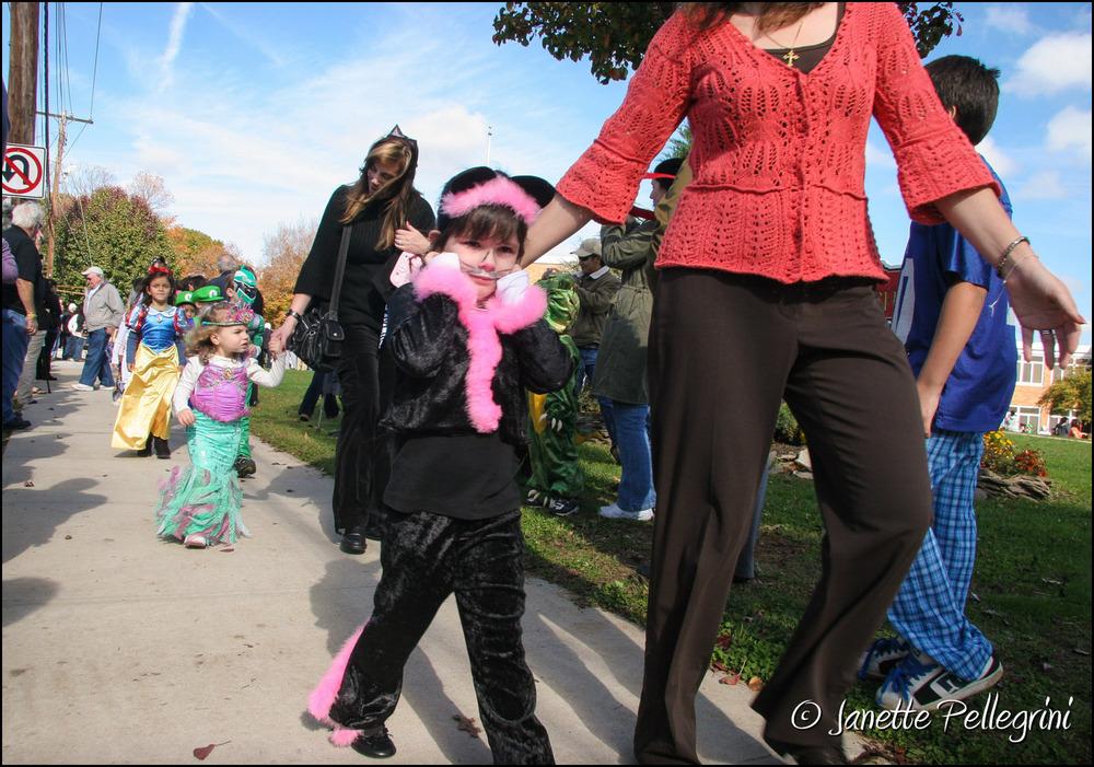 009 10-30-09 86482 EM Halloween Parade 015 web ©.jpg