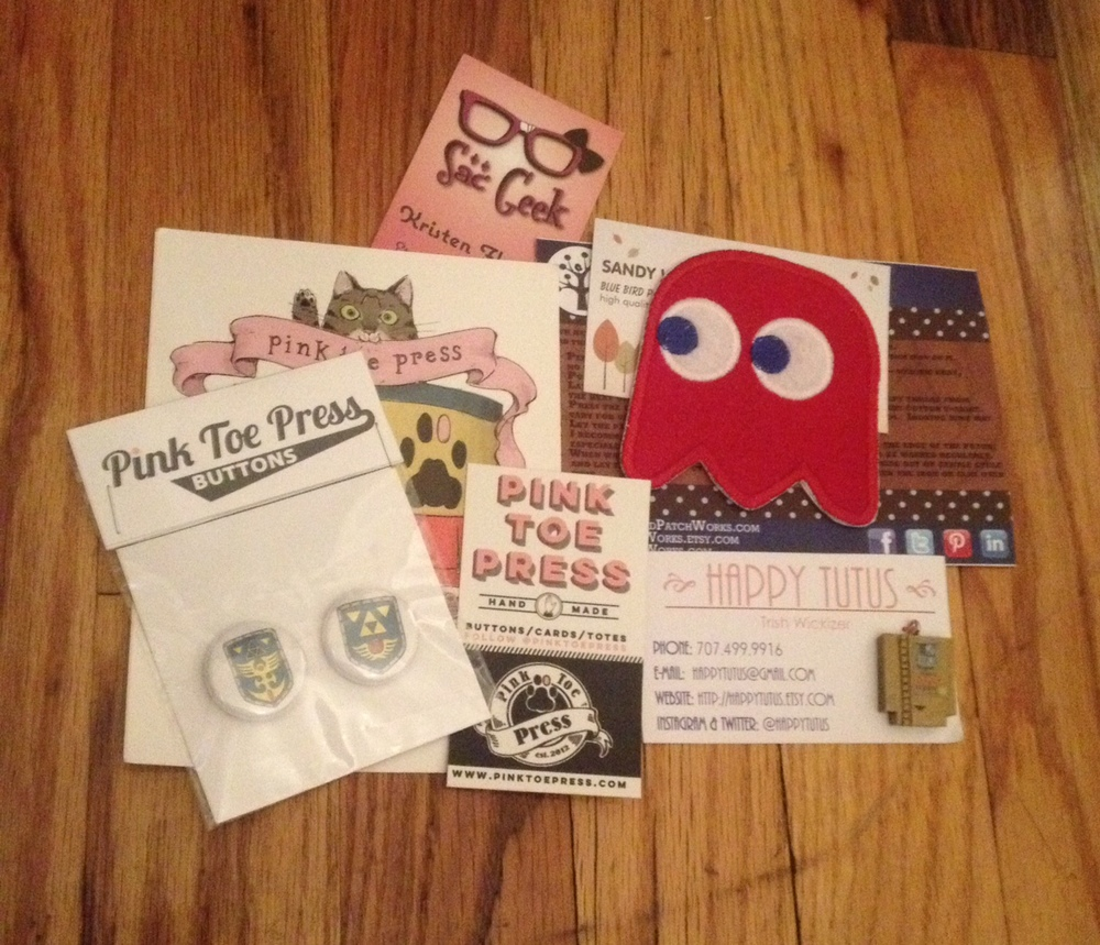 The Swag bag was great, thank you: Sac Geek ,  Blue Bird Patchworks ,  Pink Toe Press ,  Happy Tutus , and a gift code from  Spirit Halloween !