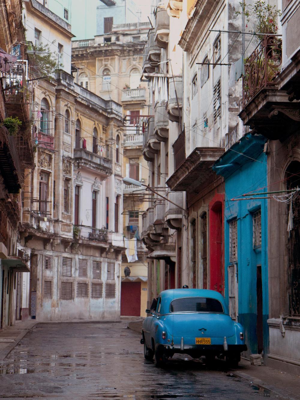 blue car_250dpi.jpg