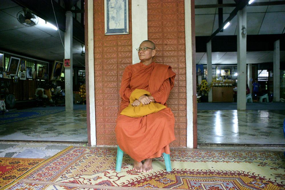 Kuhn Yai Pom Sits Waiting -2-.jpg