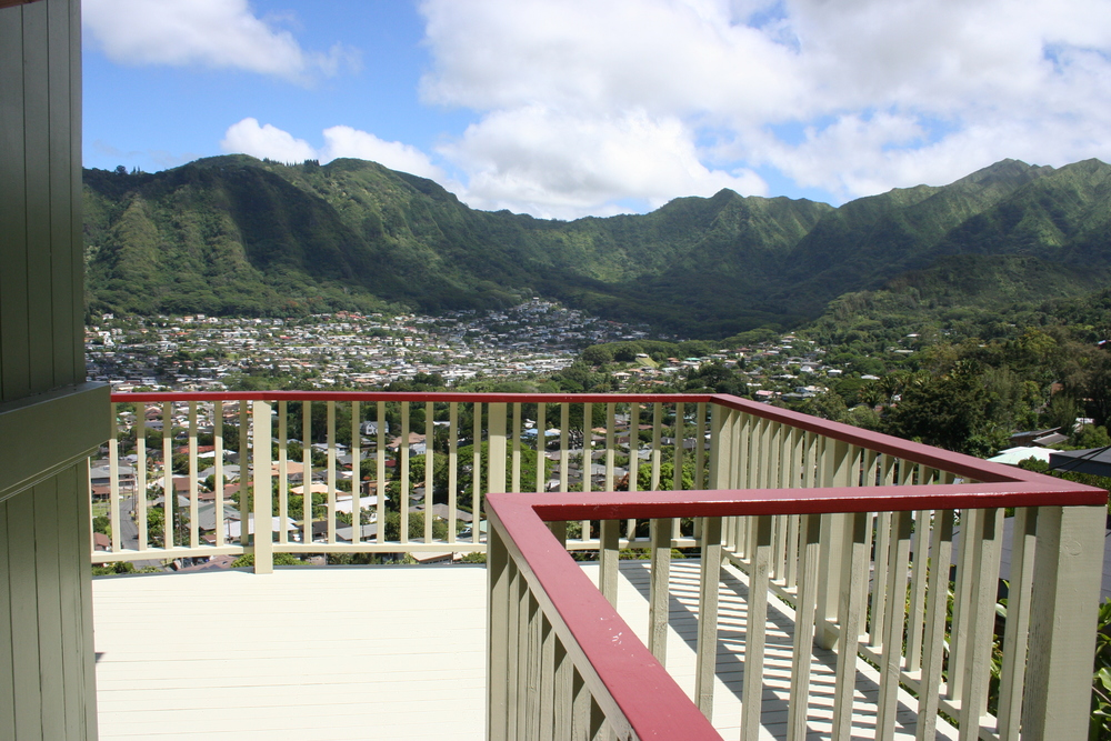 30-ft high elevated deck in Manoa valley (Honolulu, Oahu).