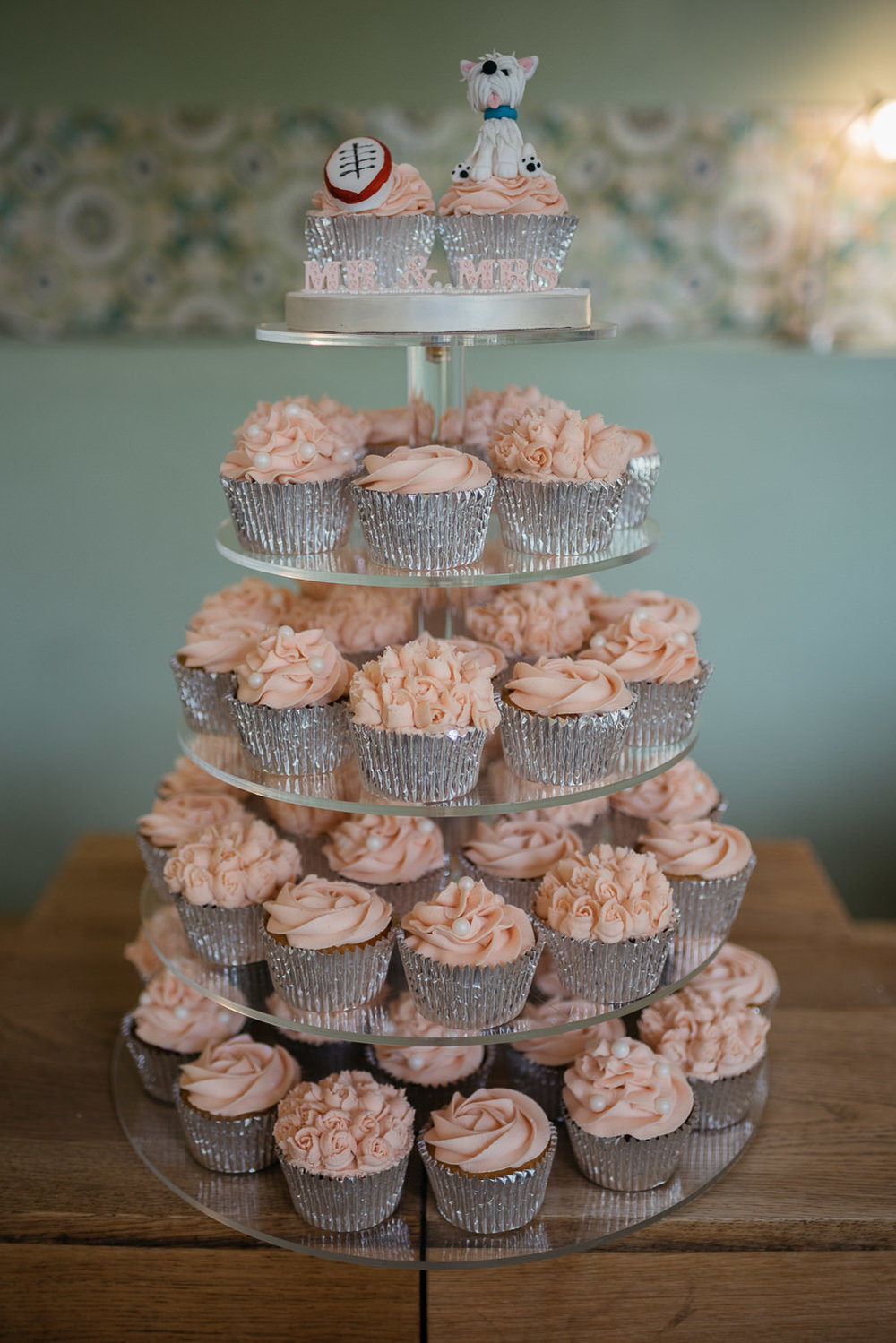 cup cakes at burghley house wedding