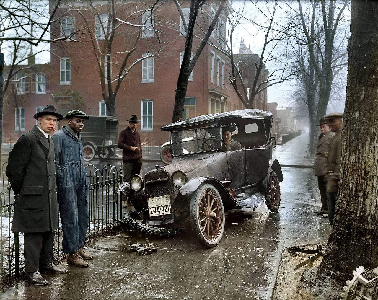 01357975310: 1920's car wreck The definition in this photo is remarkable.