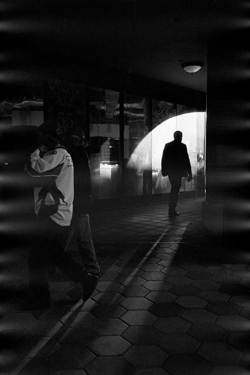 orlando_leica_m6_zeiss_35mm_film_scan_matt_benson_street_photography.jpg