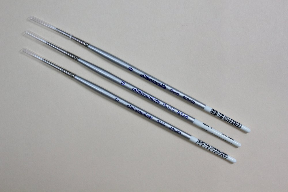 Silverwhite  Size 0 Round brush  / $6