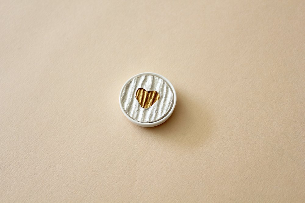 LR00100 Coliro Heart of Gold 30mm ($10 RRP$12.50)