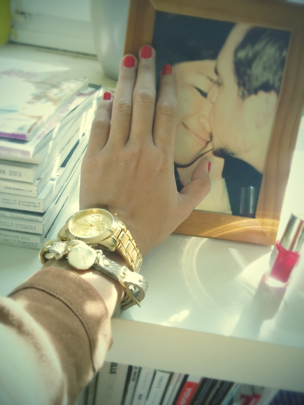having this photo on the study room. love to see it everyday. oh yep- i am into red nail polish again.