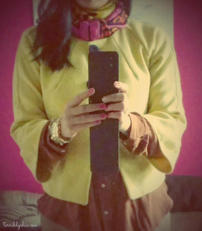 lately, i am crazy about yellow. i know. this is not the best selfie there is. but i got a point! see that little yellow jacket there? i bought it in Australia. 10 years ago. yep. good investment.