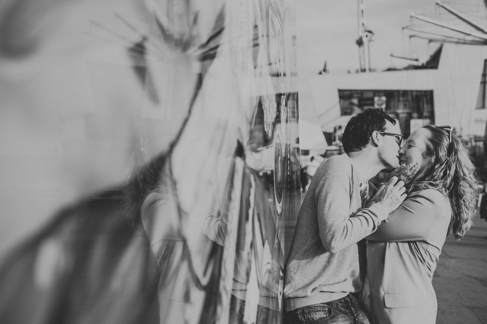 Mural leading to couple kissing, black and white.