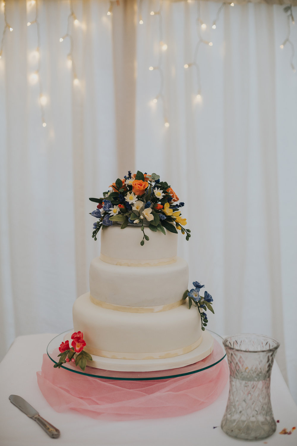 Wedding cake decorated with flowers.