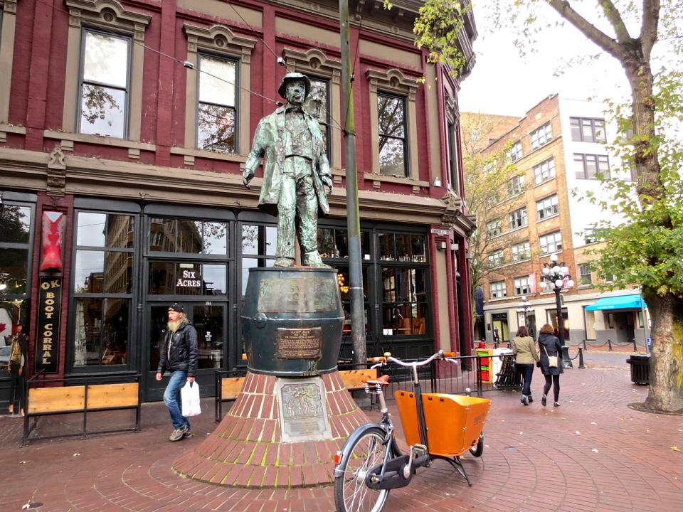 "Sculpture of ""Gassy Jack"", Gastown's namesake"
