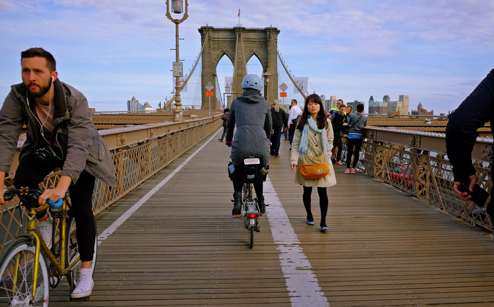 Biking-over-the-Brooklyn-Bridge