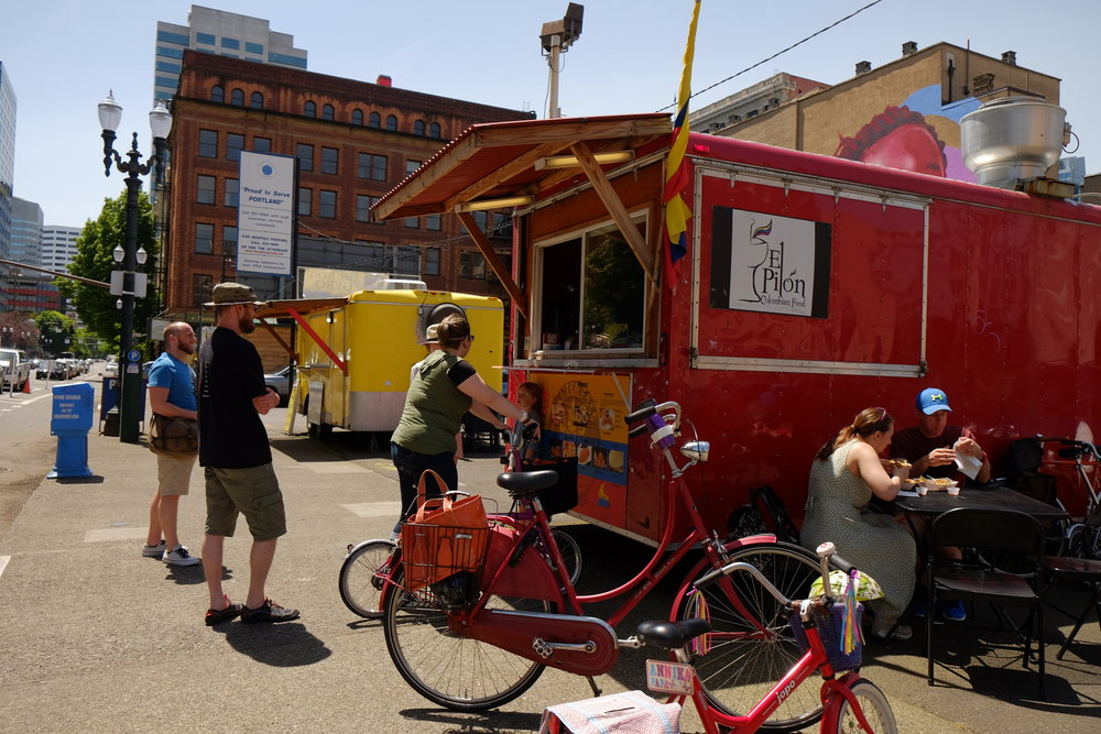 El Pilon food cart off of 2nd and Pine streets