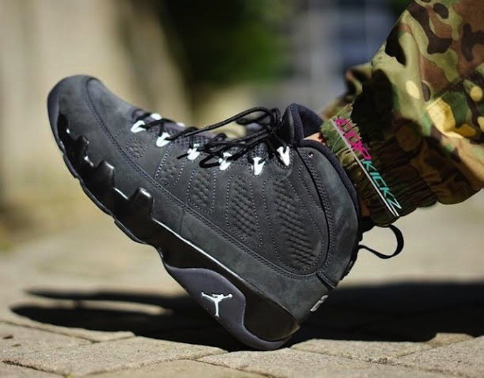Anthracite-Air-Jordan-9-2.jpg