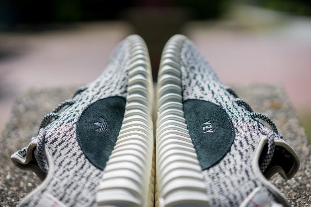 Adidas Yeezy Boost 350 v2 Core Black/Core Black/Red CP9652