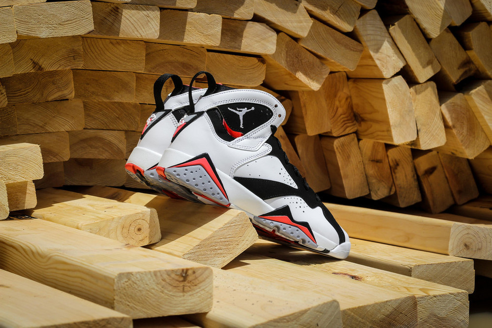 Air-Jordan-7-GS-Hot-Lava-05.jpg
