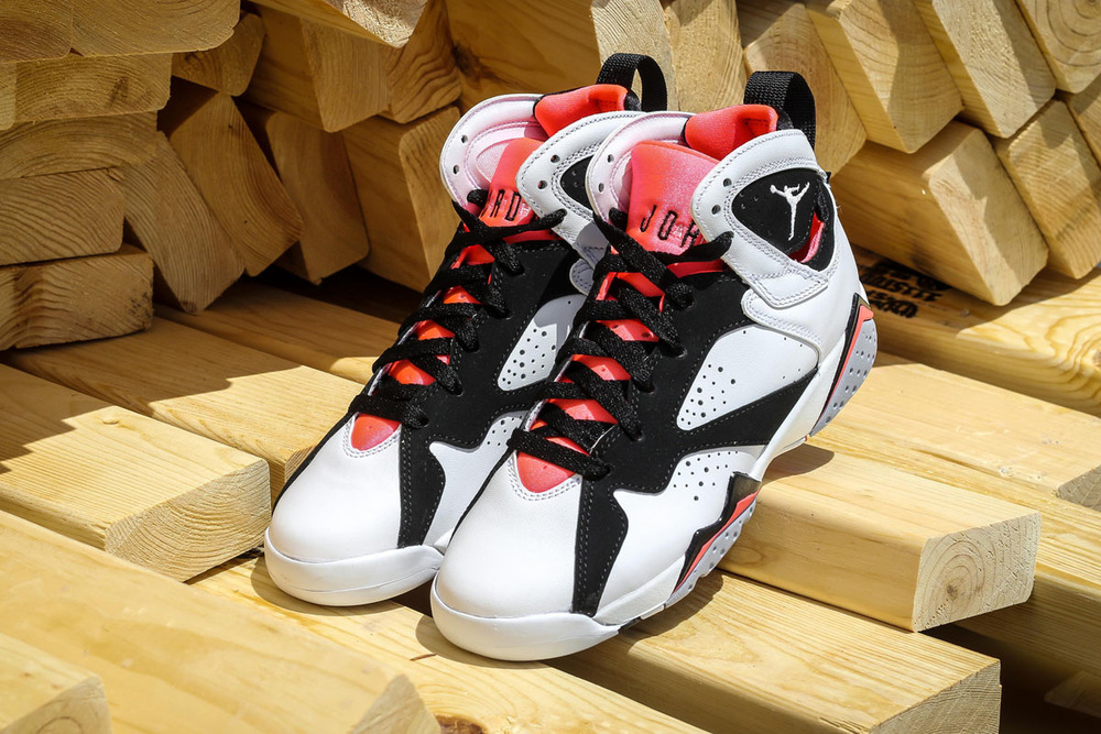 Air-Jordan-7-GS-Hot-Lava-03.jpg