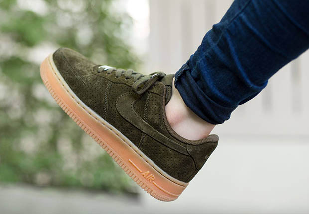 nike-wmns-air-force-1-low-dark-loden-suede-2.jpg