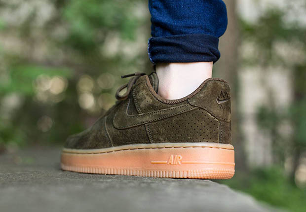 nike-wmns-air-force-1-low-dark-loden-suede-3.jpg
