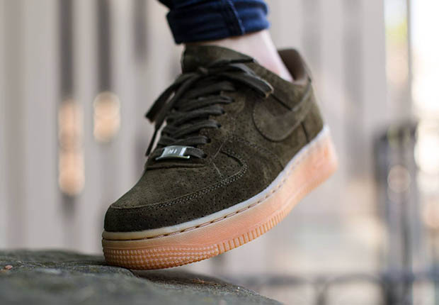 nike-wmns-air-force-1-low-dark-loden-suede-4.jpg