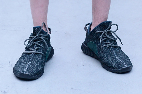 adidas-yeezy-350-boost-black-rumored-release-03.jpg