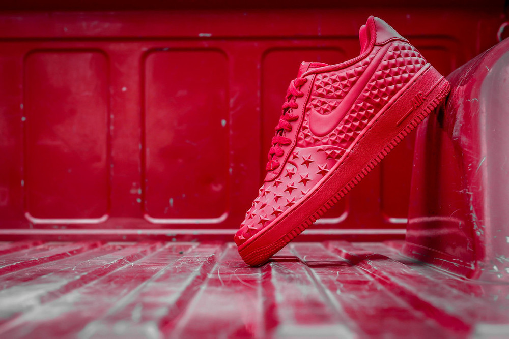 red-Nike Air Force 1 LV8 VT Stars-01.jpg