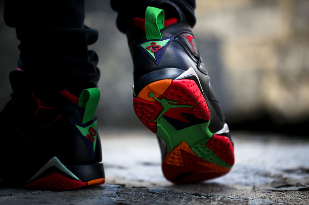 air-jordan-7-marvin-the-martian-on-feet-look-04.jpg