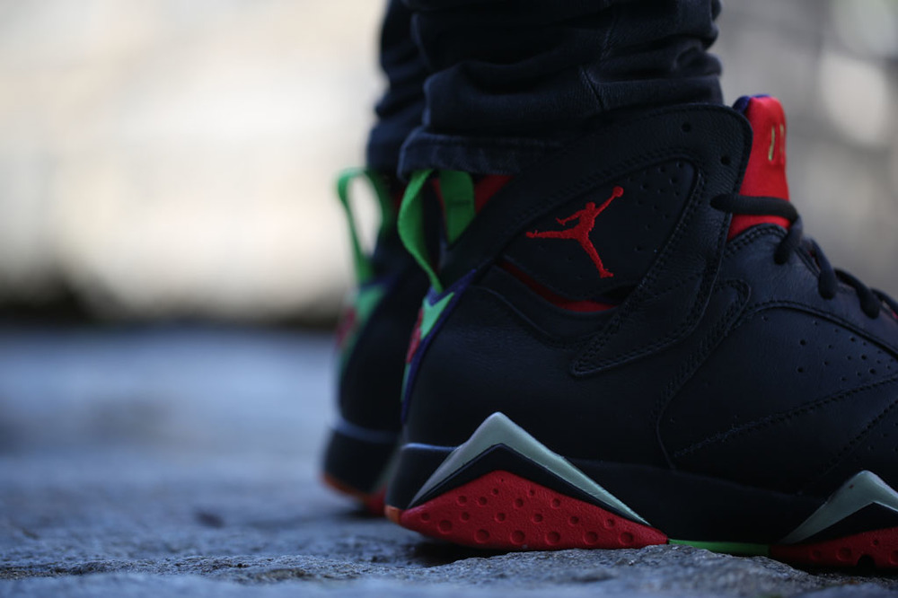 air-jordan-7-marvin-the-martian-on-feet-look-03.jpg